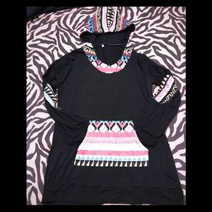 Tops - NB BLACK AZTEC PRINT LONG SLEEVES w/HOOD / SZ L/XL